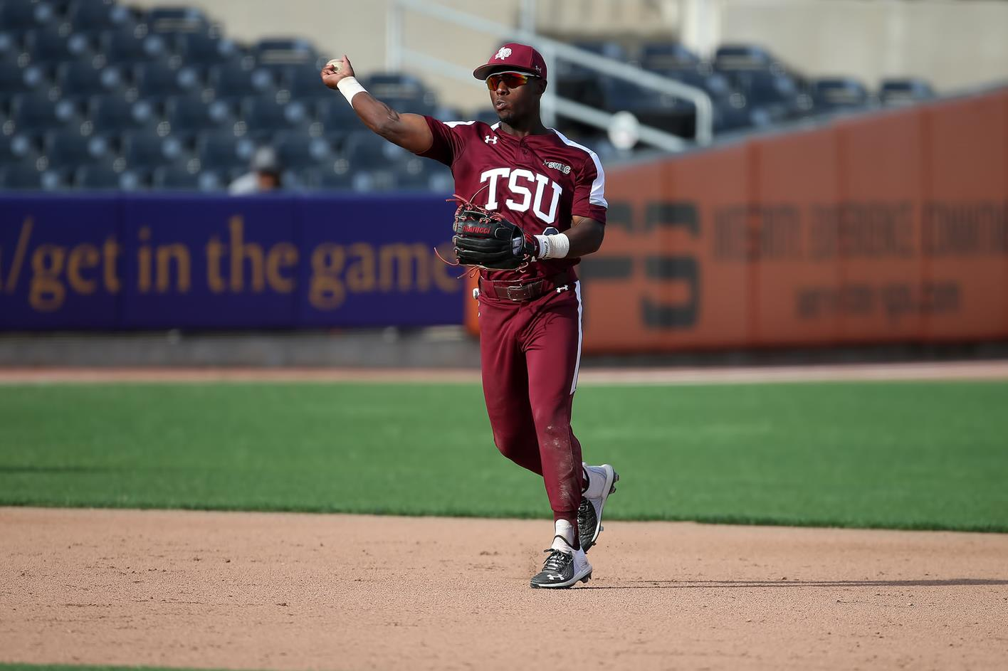 <div>Baseball's Season Comes To A Close After Pitching Duel</div>